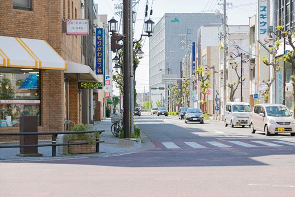 御幸本町信号通過してすぐ左手にあります